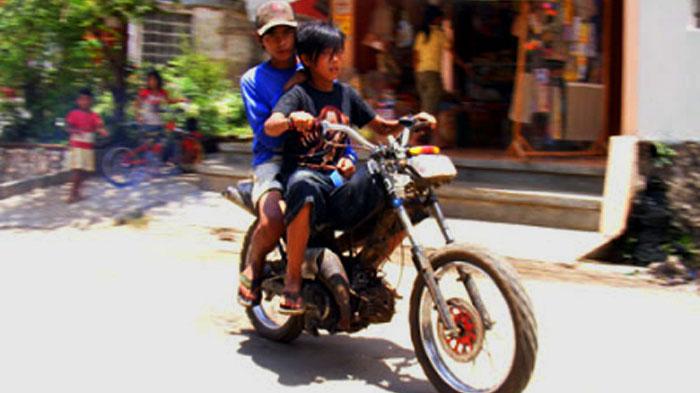 alay naik motor