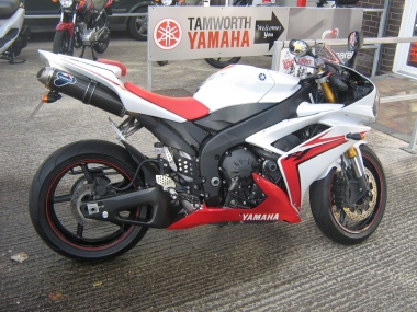 R12007RED_WHITE_001motorcyclesupermarketcom