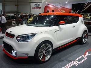 Kia White Red standoxeu