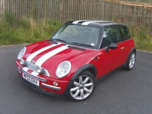mini-cooper-red-white-stripes-picturcarpapernete