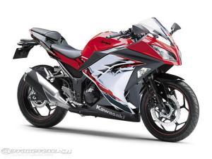 Ninja-250R-2013-in-Red