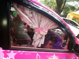 Hello Kitty window car
