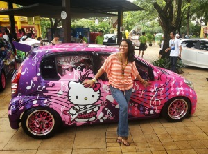 Mobil hello kitty with nice girl
