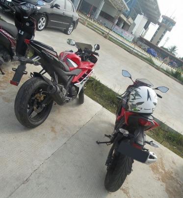 Ninja 250 SL (Ninja 250 RR Mono) dan Yamaha R15