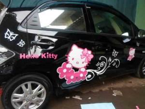 stiker-hello-kitty-untuk-mobil-300x225