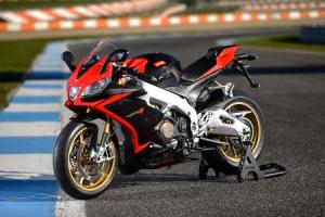2013_Aprilia_RSV4_Factory_APRC_ABS_Estoril _45_motorcyclecom