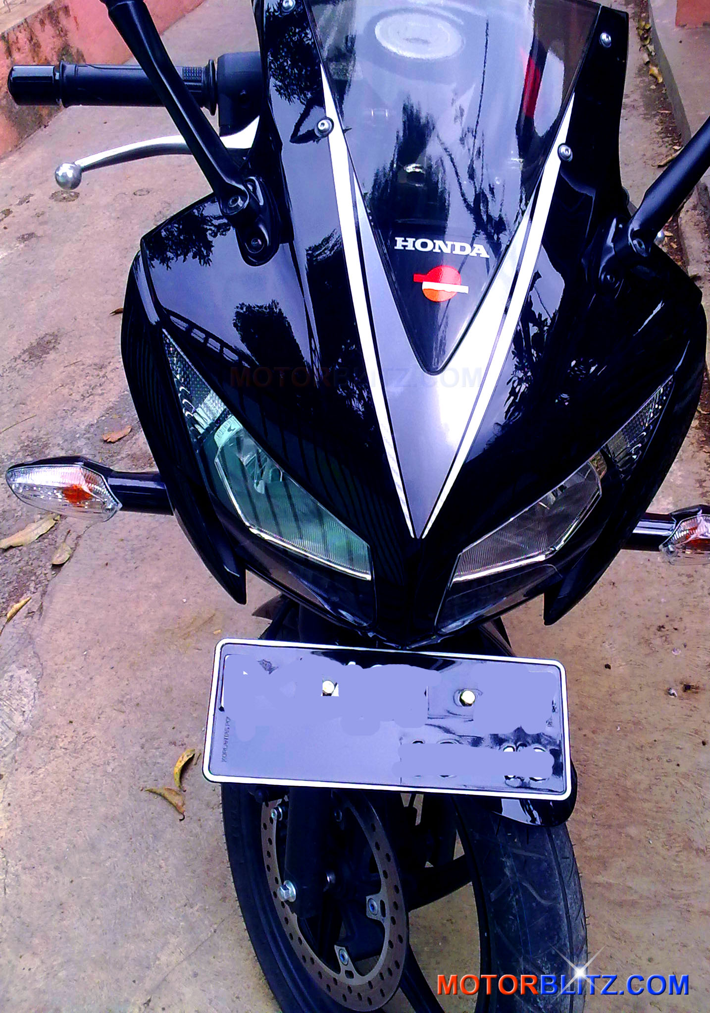 Photo Gallery New Honda CBR150R Speedy Black Version Dual Keen Eyes