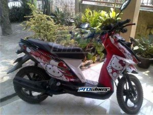 Striping-X-Ride-Motif-Hello-Kitty-Terpasang-Pada-X-Ride-Merah-Putih-1000x750prostikercom