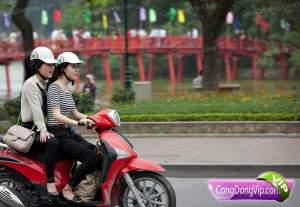 gadis cantik naik motor 3