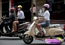 gadis cantik naik motor a