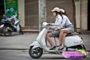 gadis cantik naik motor b