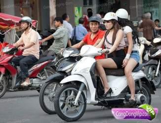 gadis cantik naik motor k
