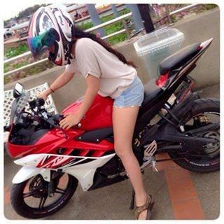 gadis cantik naik motor r15