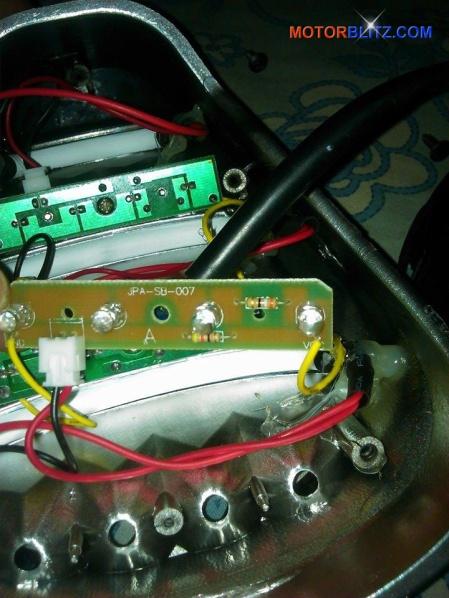 Memperbaiki lampu rem variasi led Scoopy yang rusak 4