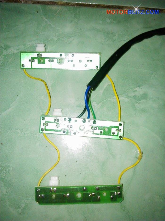 Memperbaiki lampu rem variasi led Scoopy
