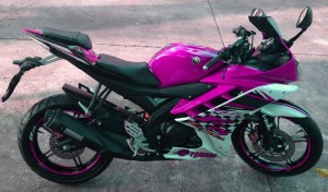 yamaha r15 striping pink