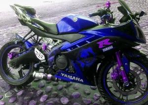 yamaha r15 striping ungu biru