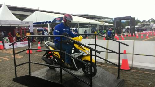 mio m3 125 blue core  test yellow