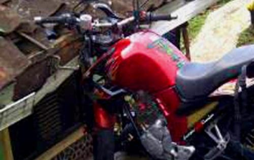 motor di nyantol genteng