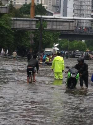 banjir jalan jakarta 2015 (7)