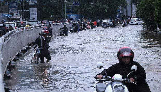 banjir jalan jakarta_ (4)