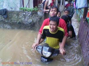 banjir lucu