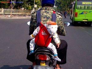 motor bonceng anak kecil balita