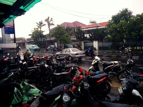 motor parkir