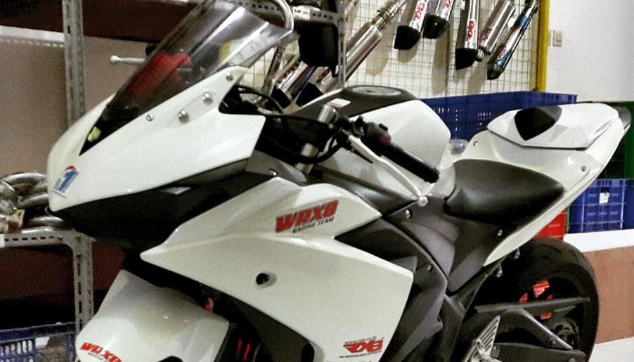 Modifikasi Skotlet Headlamp Yamaha R25 Makin Seram Dengan Mata Hitam