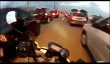 motor ngebut di kemacetan 2