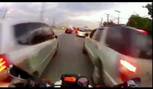 motor ngebut di kemacetan 3