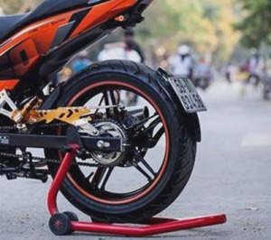 spakbor belakang motor india