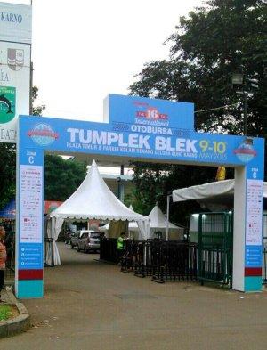 tumplek blek