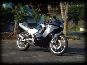 Suzuki rg 150 r (9)