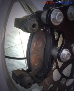 buka kaliper rem depan
