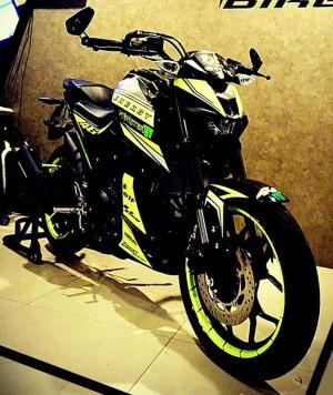 yellow kuning modifikasi Yamaha Xabre 150 M-Slaz (18)