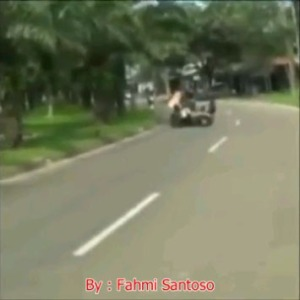 cewek-jilbab-tabrakan-motor
